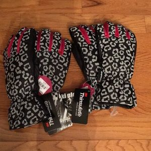 NWT 2 pairs women's medium gloves